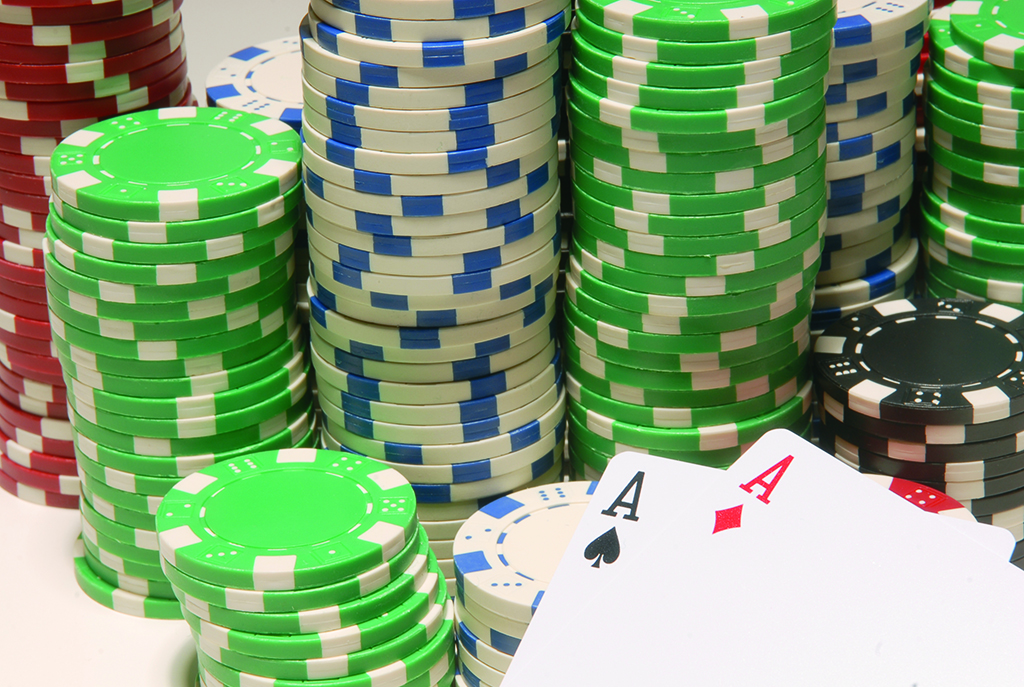 Online Poker vs Real Poker: Pros And Cons In 2019 | Ante Up Magazine